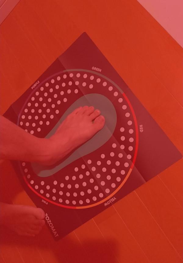 ZOZOMATの側面から足を3D計測する